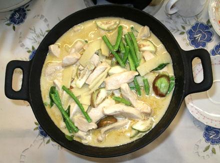 Hähnchenbrust mit Gemüse und grünem Curry