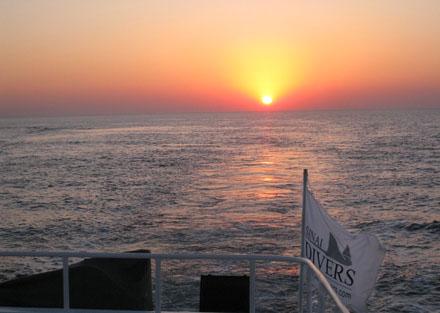 Sonnenaufgang mit den Sinai Divers