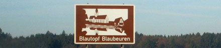 braunes Schild: Blautopf Blaubeuren